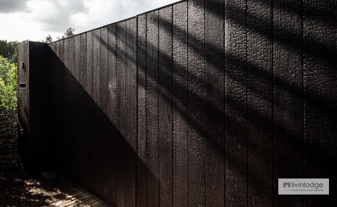 Portail moderne en bois brûlé Sint-Martens-Latem