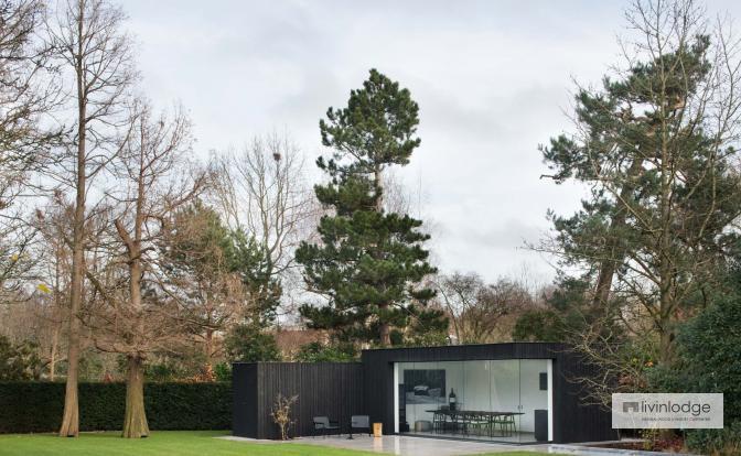 Bureau de jardin moderne à finition noire
