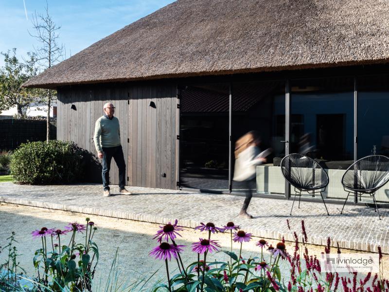 Poolhouse met thermisch essen gevelbekleding De Haan | Livinlodge