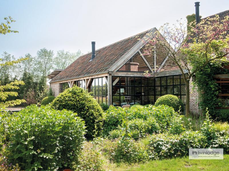 Klassieke eiken terrasoverkapping te Waasland | Houten bijgebouwen op maat