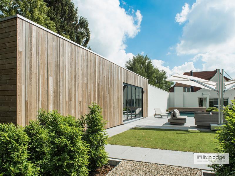 Moderne poolhouse met hobbyruimte te Tielt   houten bijgebouwen op maat