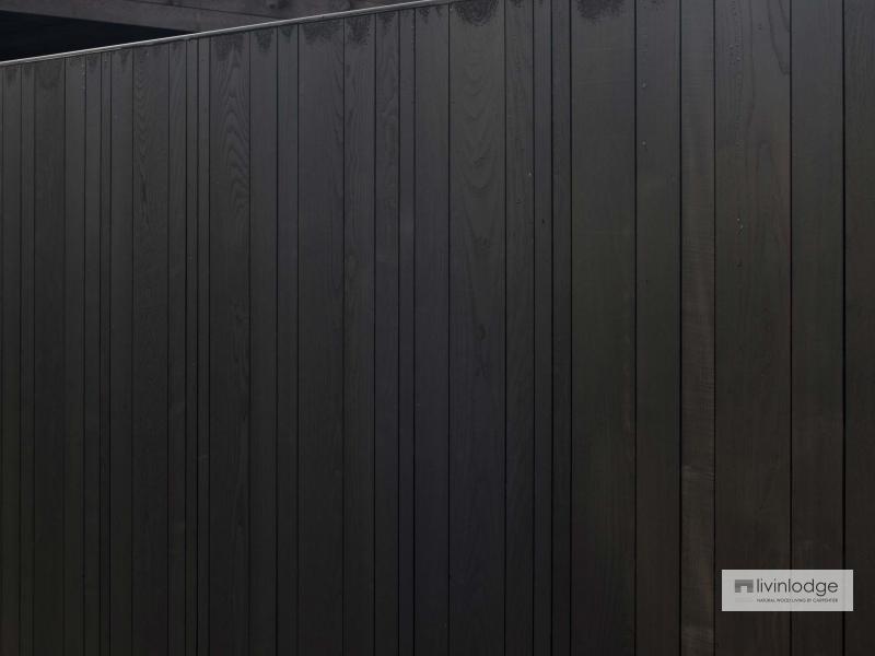 Verticale poortbekleding met zwarte afwerking
