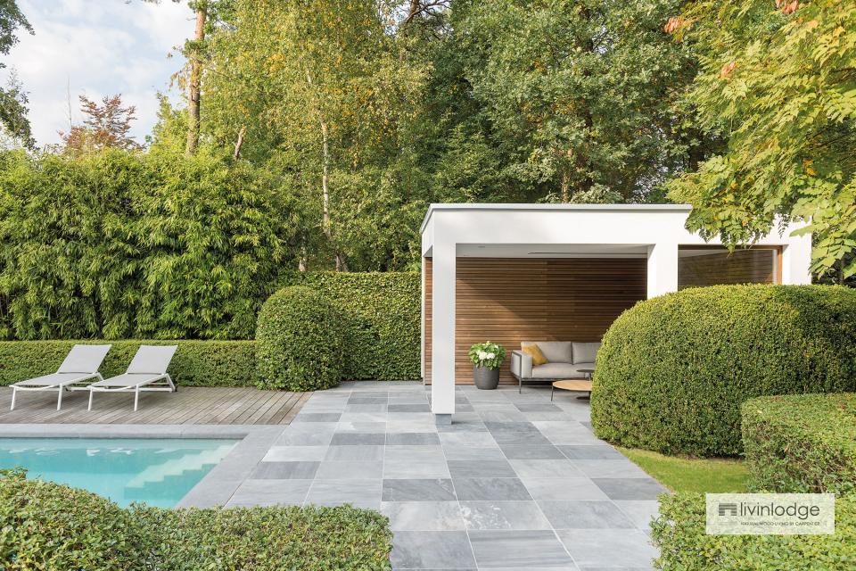 Pool house moderne en bois et crépi à Zoersel